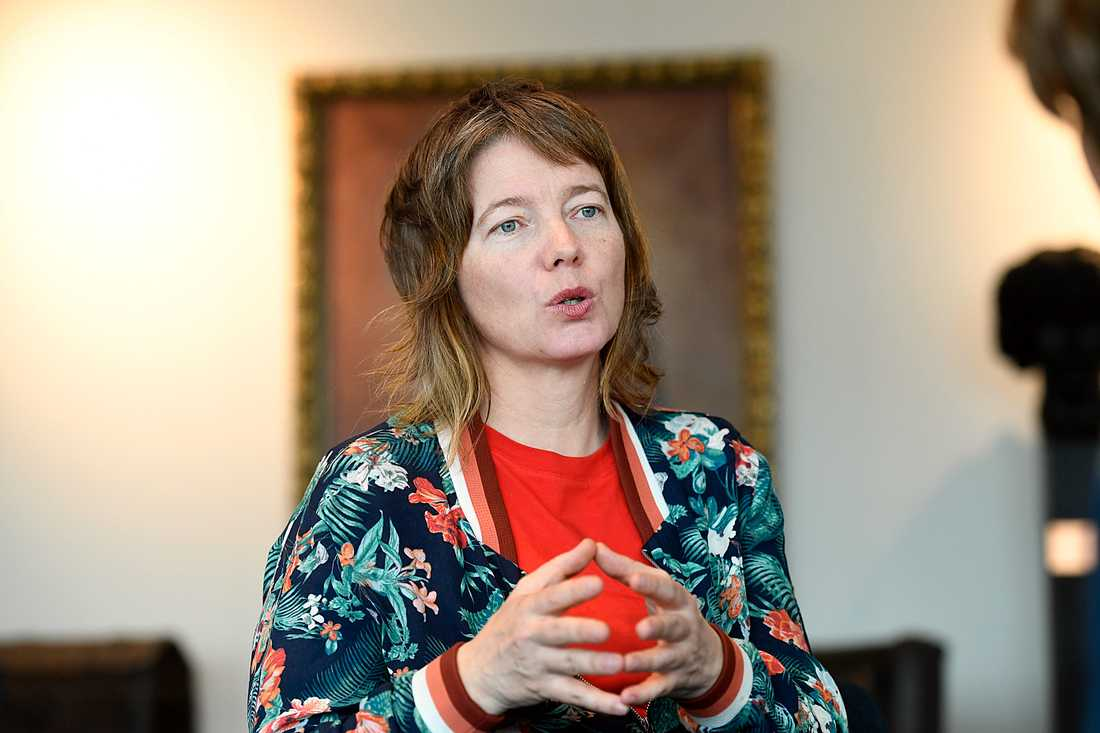 Malin Björk (V).