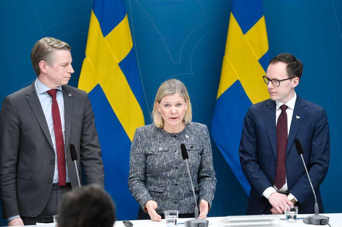 Finansmarknadsminister Per Bolund, finansminister Magdalena Andersson (S), Mats Persson ekonomisk-politisk talesperson (L).