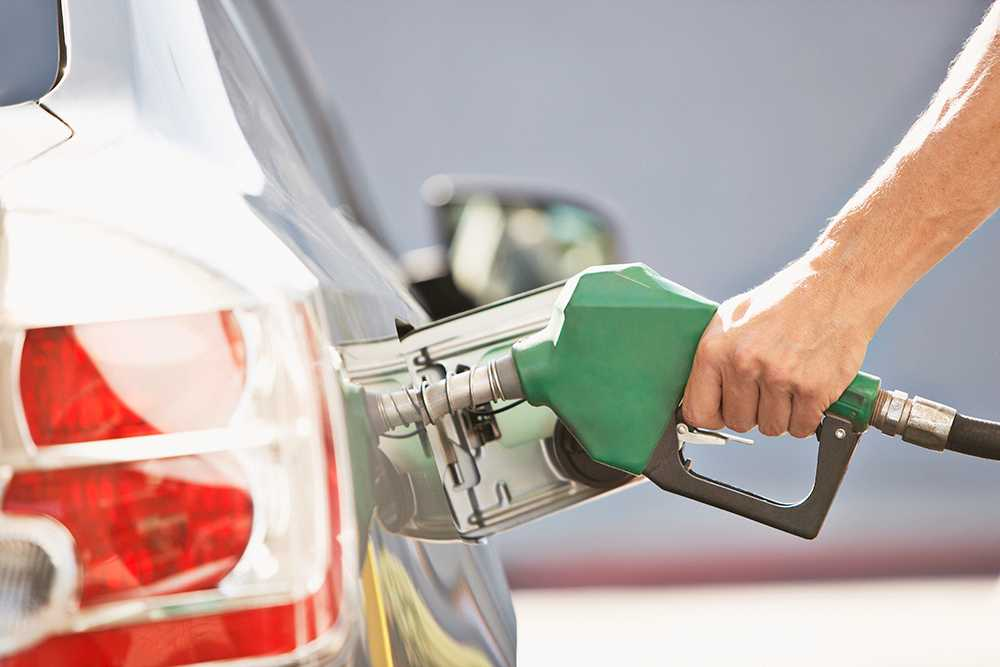Skatt, högt oljepris och svag krona gör bensinen rekorddyr.