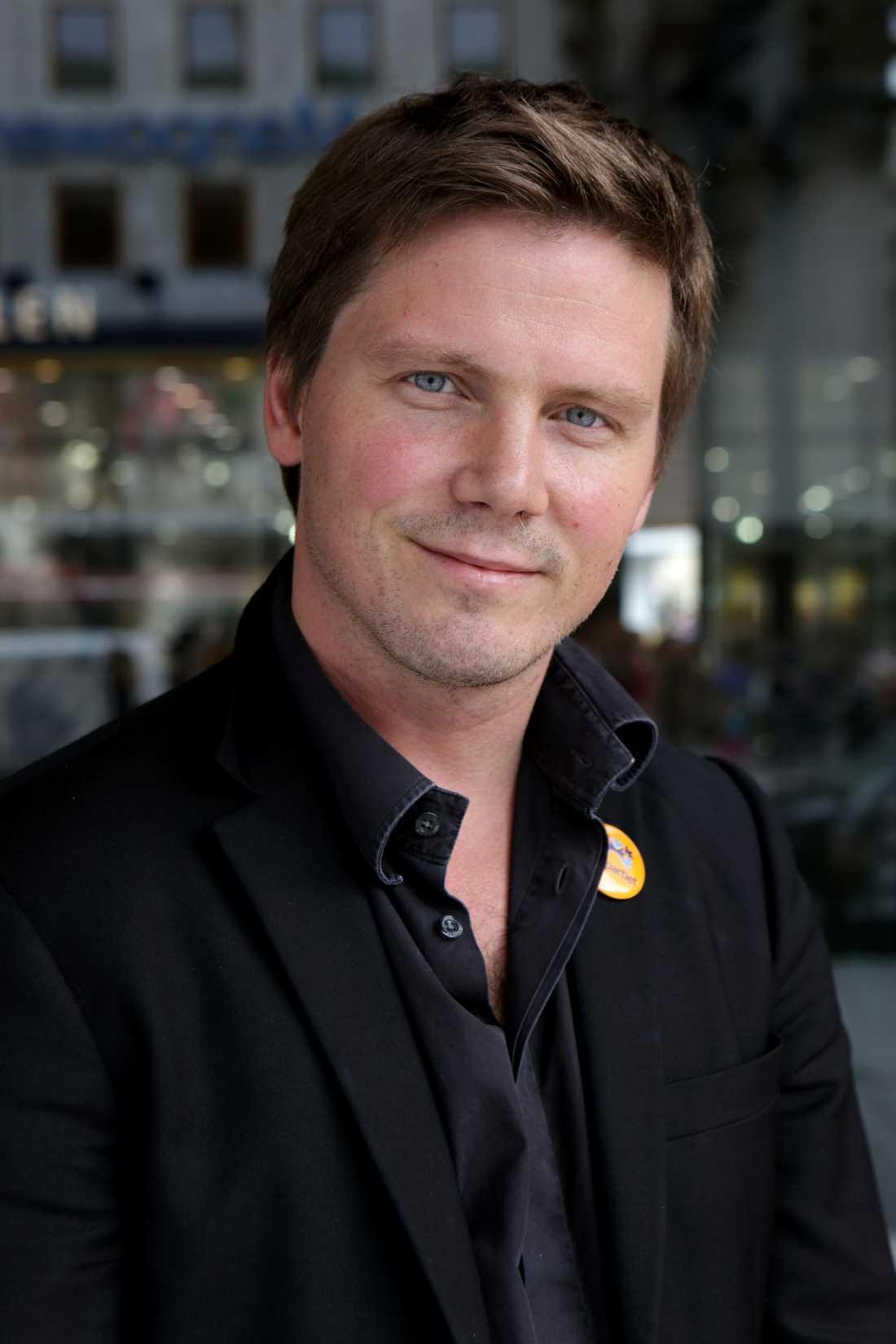 Erik Ullenhag, (fp) Integrationsminister (bitr Arbetsmarknadsminister).