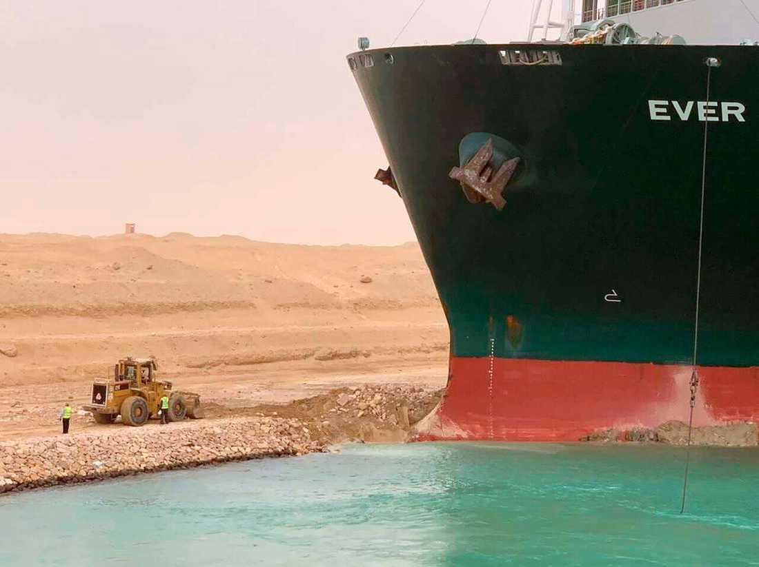 Containerfartyget Ever Given på grund i Suezkanalen.
