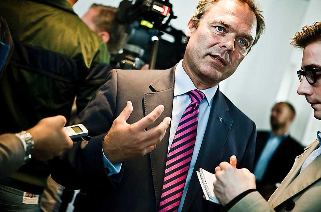 Jan Björklund gillar inte att fokus flyttas från hans tal idag.