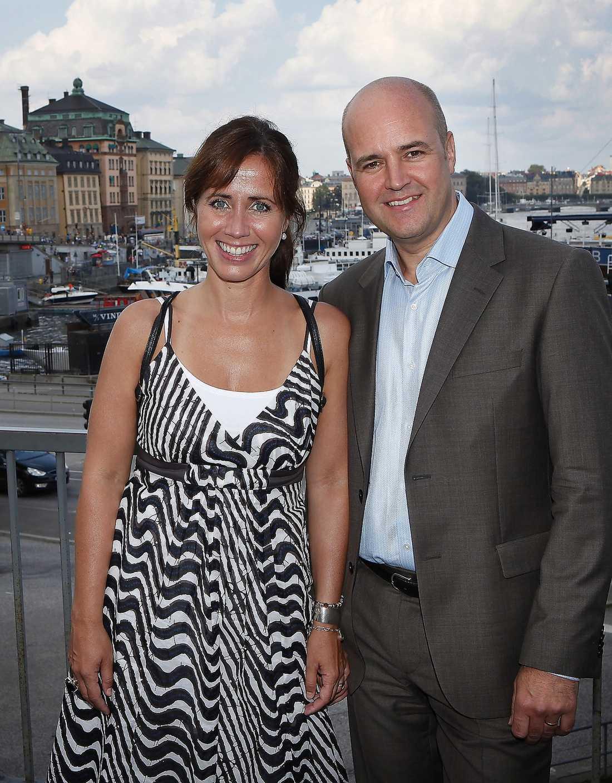 LÄMNADE LANDET Fredrik Reinfeldt har fått kritik för att han varit osynlig efter terrordåden. Han och Filippa Reinfeldt valde att åka till Antalya i Turkiet – två dagar efter attackerna.