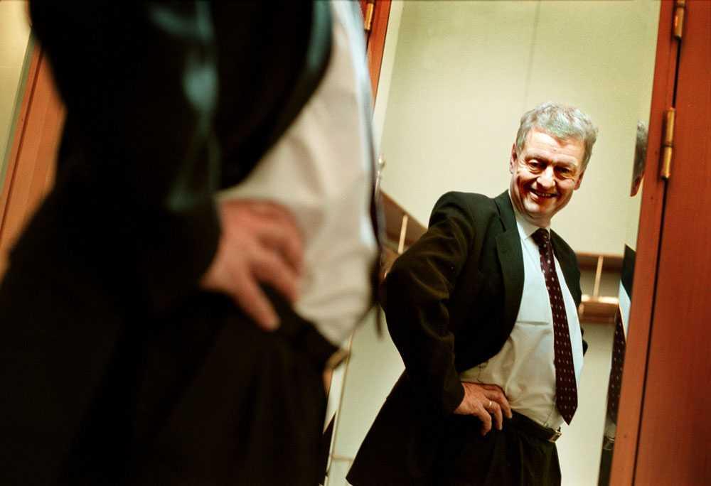 Unckel bantade, tillsammans med andra toppmoderater, inför valrörelsen 2002.