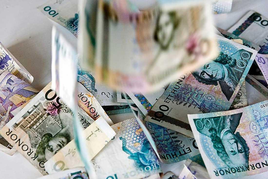 kålsupare Regeringen kritiserade Göran Persson och Socialdemokraterna för att slösa med våra skattepengar. Men Fredrik Reinfeldt och hans allierade gör samma sak – fast mycket värre, menar dagens debattörer.