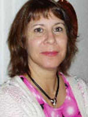 Lön: 22 000 kronor.  Agneta Elgstrand, 51 år. Grundskollärarutbildning 4-9 i svenska, engelska och franska.  – Det är ett av de viktigaste jobben som finns, ett stort samhällsansvar. Det måste bli mer attraktivt för att undvika lärarflykt, vad händer då med våra barn?