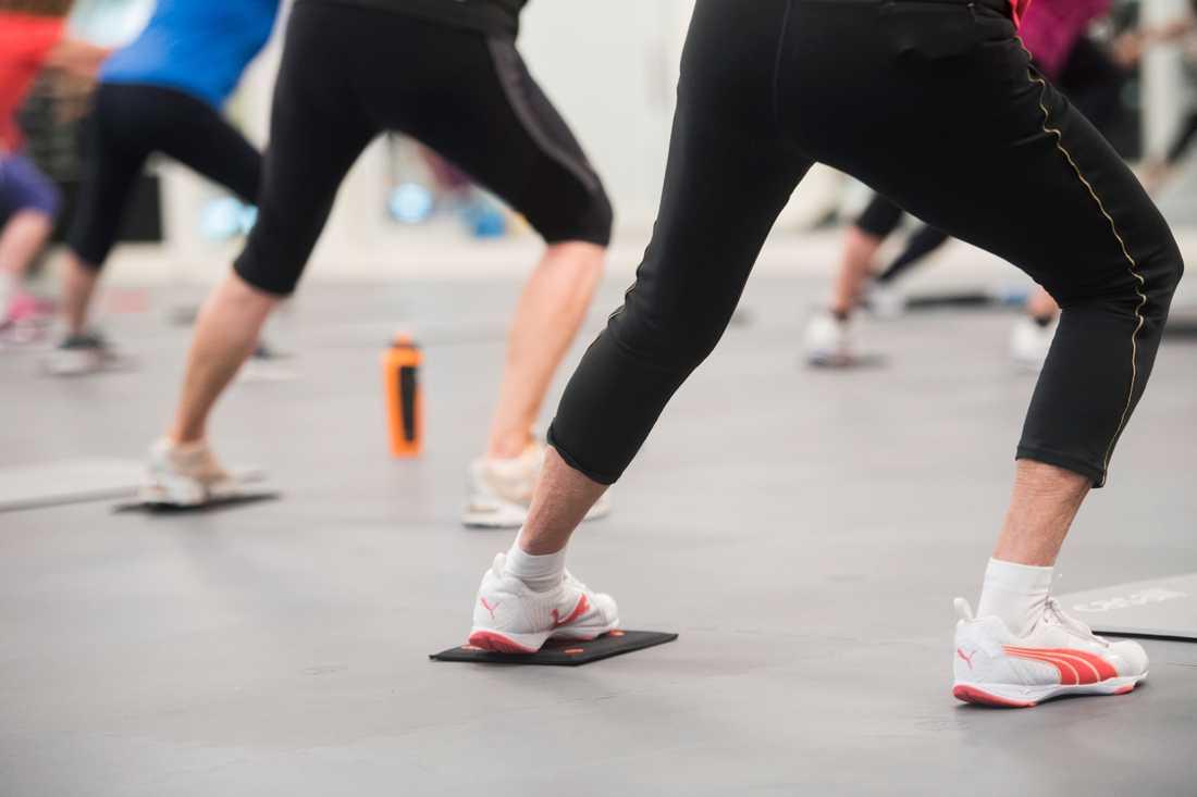 Det är tajt om plats på gymmen i januari. Allt fler håller dock i vanan och fortsätter träna längre. Arkivbild.