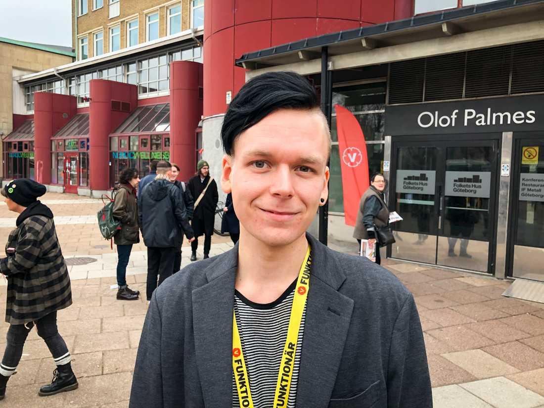 John Edström, ordförande Vänsterpartiet Göteborg, anser att Vänsterpartiet måste vara beredd att fälla regeringen.