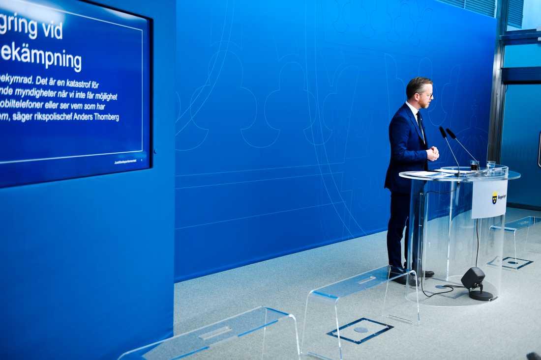 Inrikesminister Mikael Damberg (S) vid en pressträff i februari då han presenterade lagrådsremissen som ligger till grund för den reviderade datalagringslagen. Lagen har mött kritik både från brottsförebyggande myndigheter och från tele- och internetoperatörer. Arkivbild.
