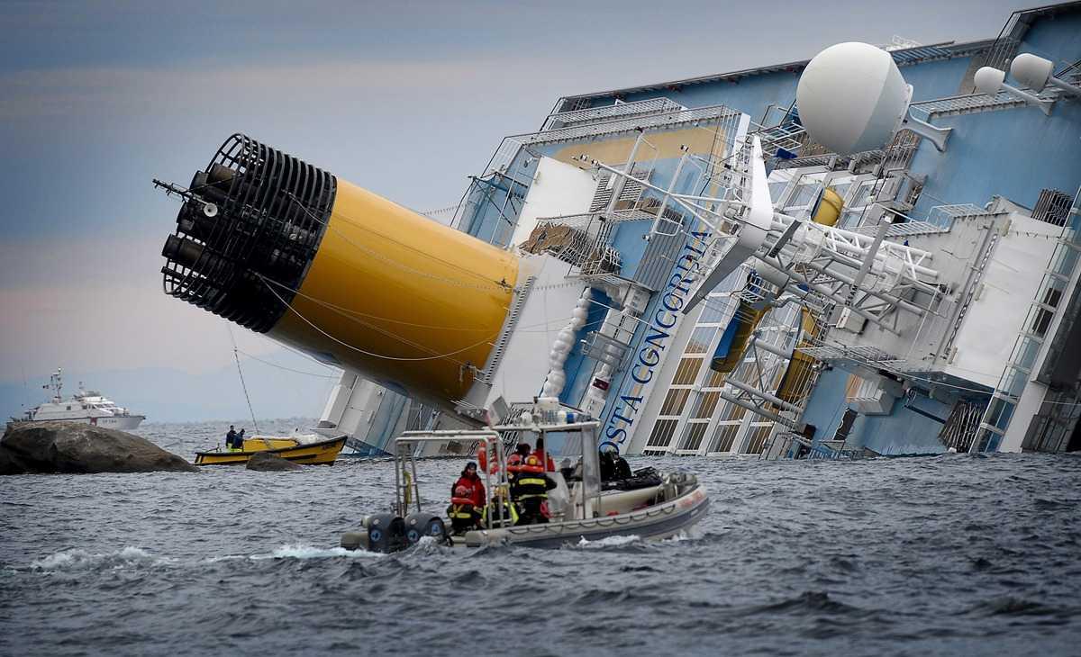 Skandalkaptenen från Costa Concordia vill nu sälja sin historia – dyrt.