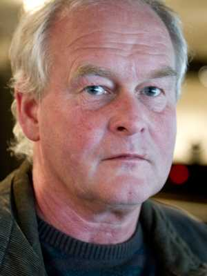 Lön: 32 500 kronor. Håkan Svensson, 54. Examen: Gymnastik- och Idrottshögskolan. 27 år i yrket.   – Få rätt studenter till lärarutbildningarna. Sverige har låga löner internationellt sett.