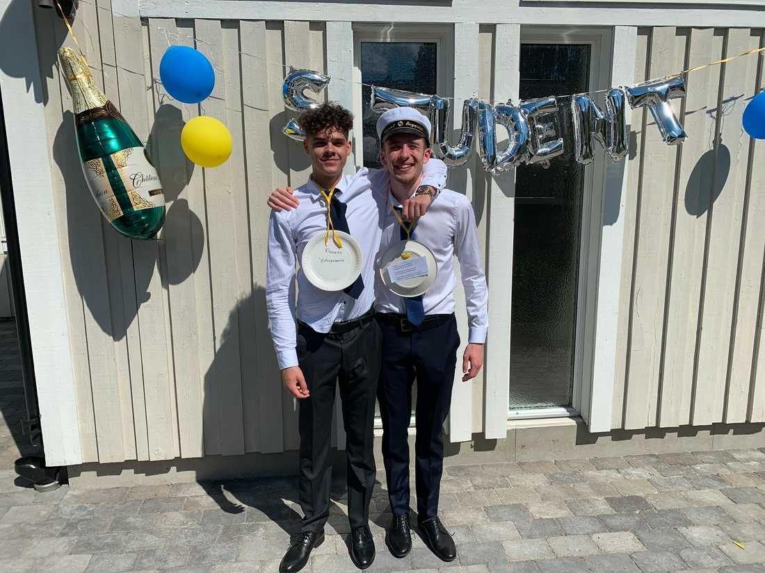 August Engqvist tillsammans med klasskompisen Robin Hultman.