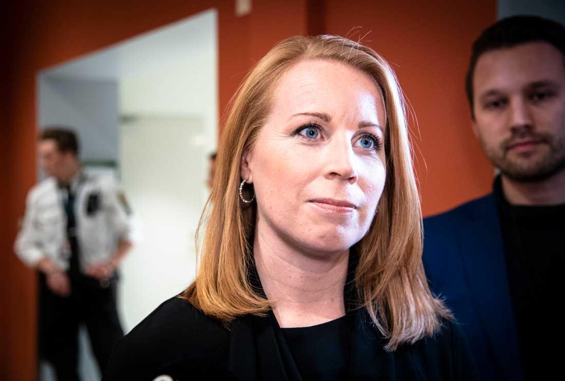 Annie Lööf har träffat Stefan Löfven och Miljöpartiets språkrör vid upprepade tillfällen i veckan.