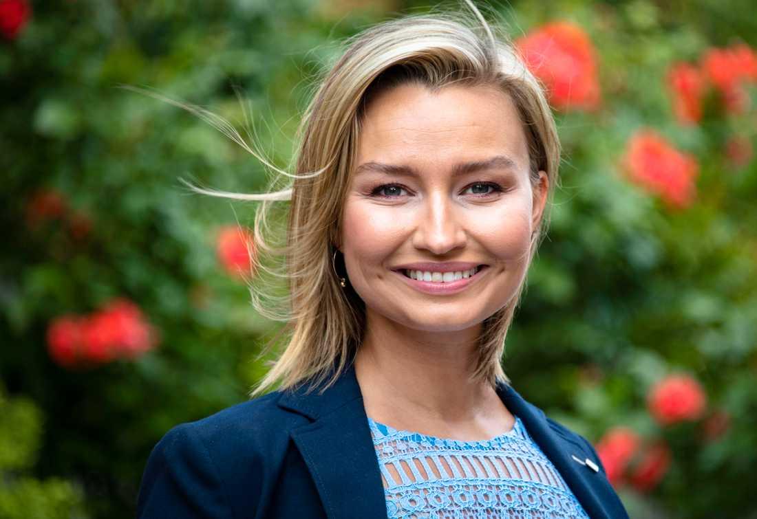 Ebba Busch Thor (KD) kommer att gå i paraden under Stockholm pride.