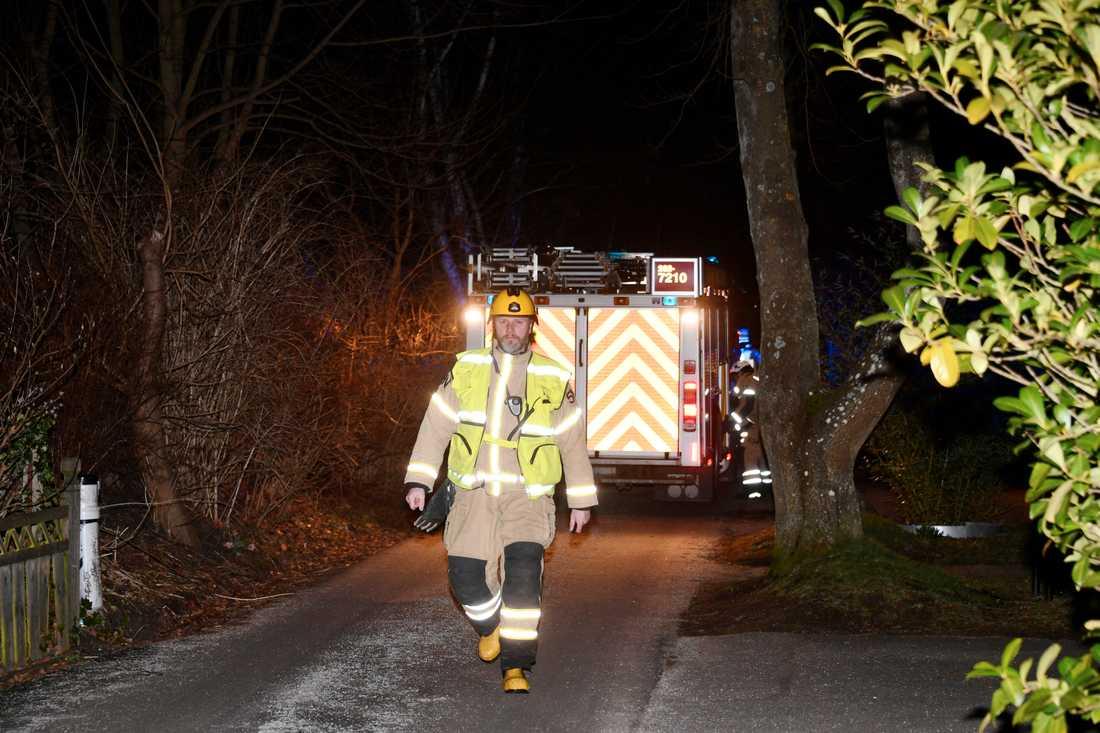 Larmet om branden kom strax före elva på fredagkvällen.