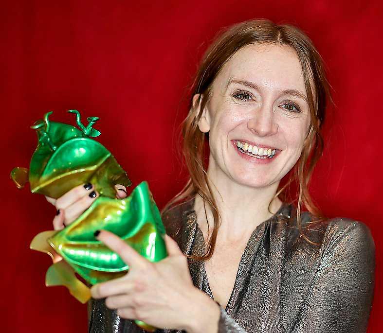 Emelie Garbers vid Guldbaggegalan. Festen kunde inte dölja att svensk film befinner sig i kris.