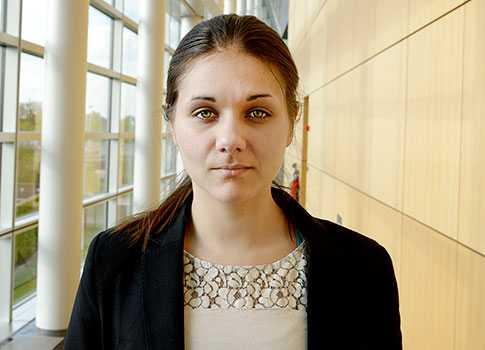 Amelia Andersdotter har suttit i EU-parlamentet sedan 2009 för Piratpartiet, som tillhör gruppen De gröna. Miljöpartiet ingår också i den gruppen.