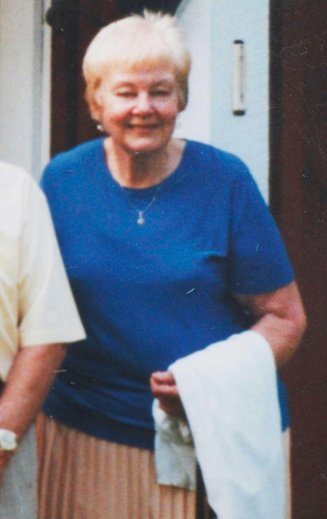 EN TROGEN TITTARE Till sina vänner hade Elvey Sundquist sagt att hon skulle testamentera sin kvarlåtenskap till Djurens vänner. Men året före sin död ändrade hon sitt testamente – och gav halva arvet till Kanal 10.