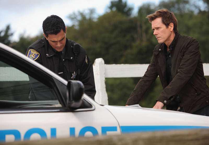 katt och råtta-lek  Kevin Bacons FBI-agent Ryan Hardy försöker stoppa en seriemördare.