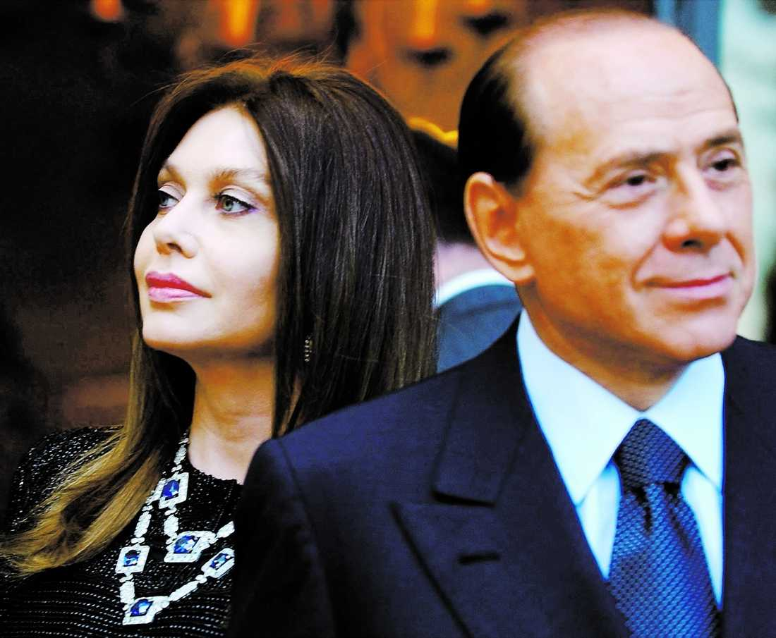 ISKALLT Veronica Lario, 52, har varit tillsammans med Silvio Berlusconi sedan 1980. Men nu gör hon slut. Premiärministerns ständiga flirtande med yngre kvinnor blev för mycket.