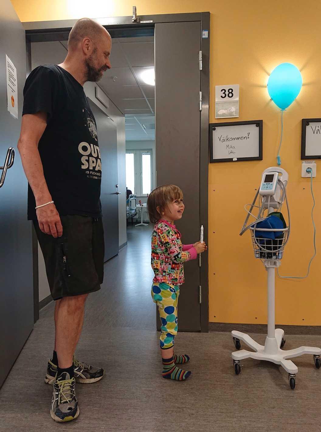 Mika fick påbörja en så kallad ATG-behandling, för att försöka få igång hans benmärg igen.