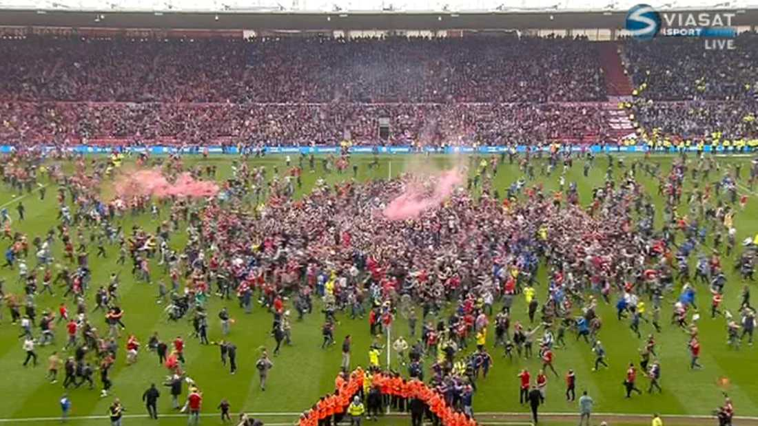 Efter åtta minuters stopptid kunde fansen storma planen.