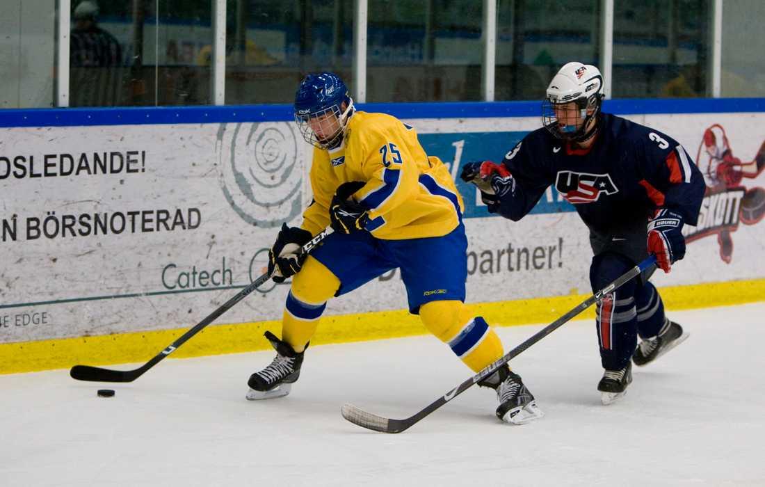 Tyler Amburgey (t.h.) under en juniorlandslagsmatch mot Sverige 2008.