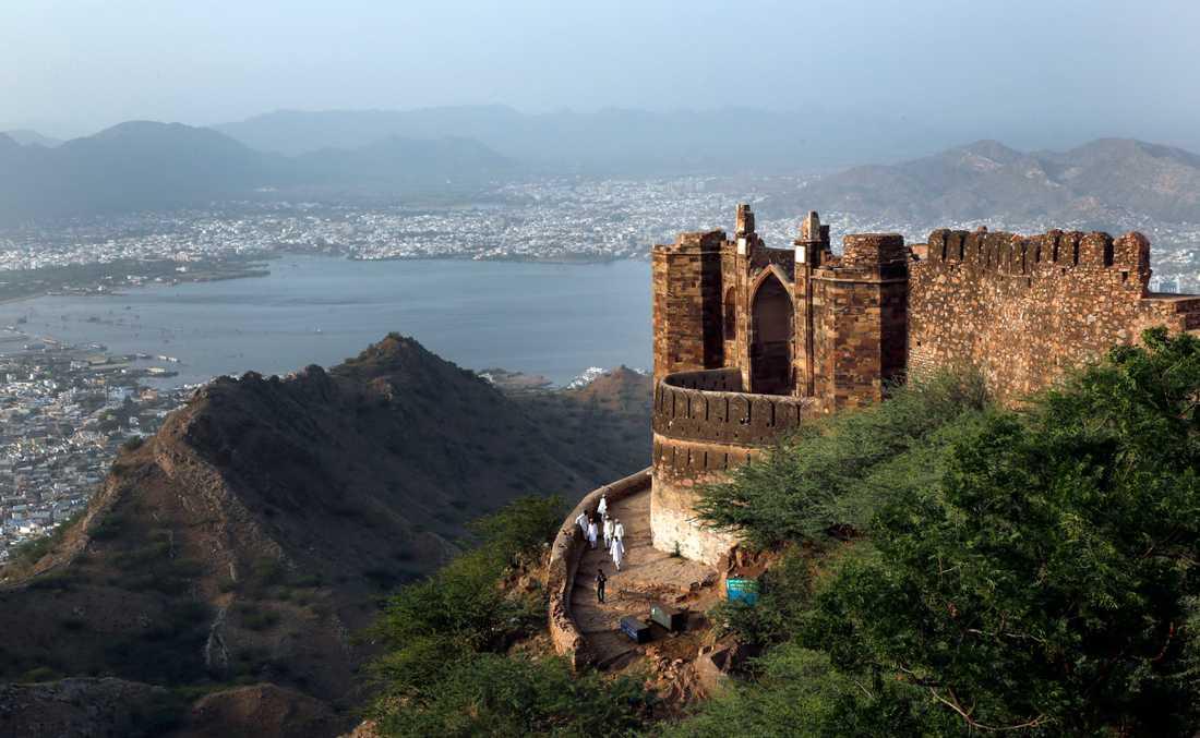 Många utländska besökare lockas till delstaten Rajasthan i Indien. Där finns bland annat Taragarhfortet. Arkivbild.