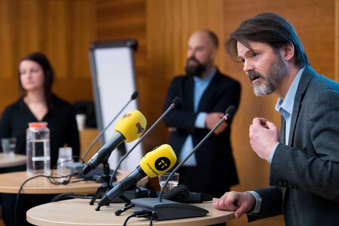Socialdemokraterna Sara Karlsson, Daniel Suhonen och Markus Kallifatides (ordförande) är grundarna av Reformisterna. Arkivbild.