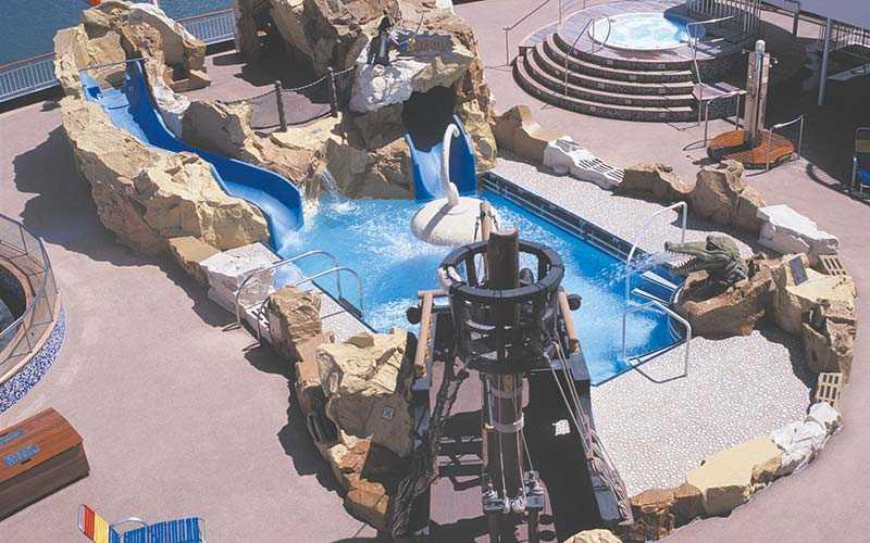 Barnens egna vattenpark ombord, som går i pirattema