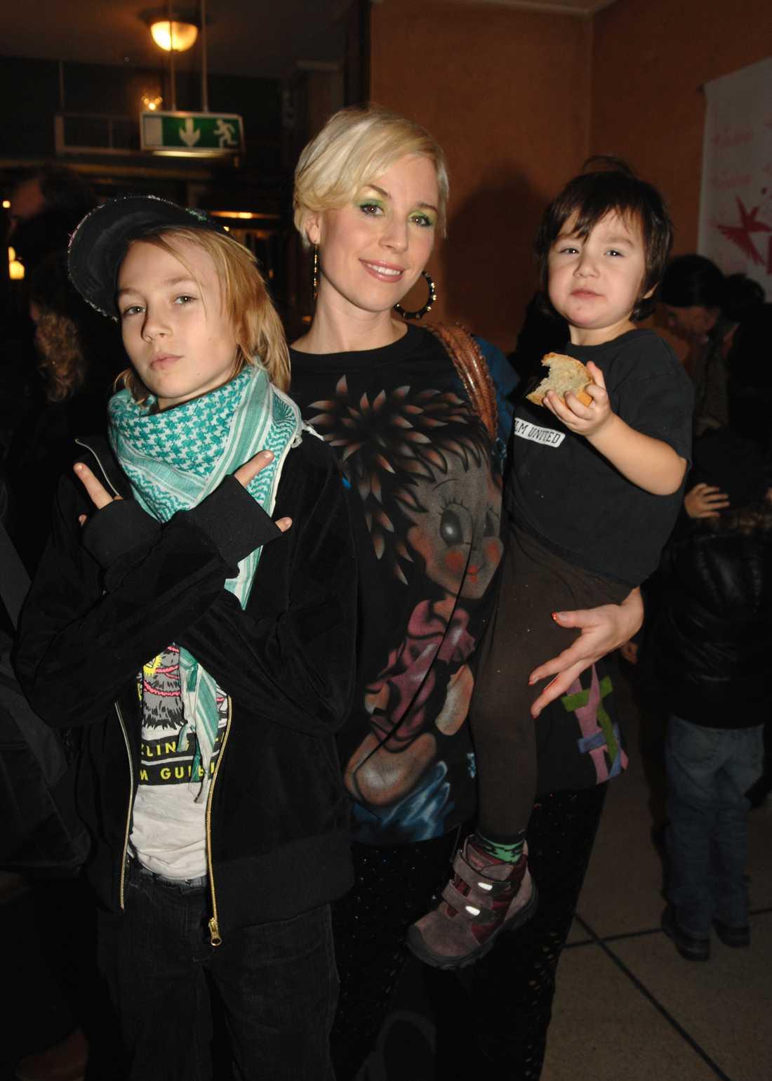"""Josefin Crafoord med sina barn på """"Årets mama"""" 2007."""