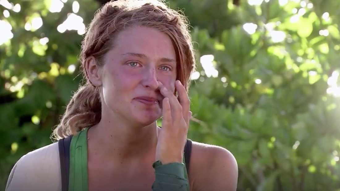 Ida Lindström torkar tårarna.