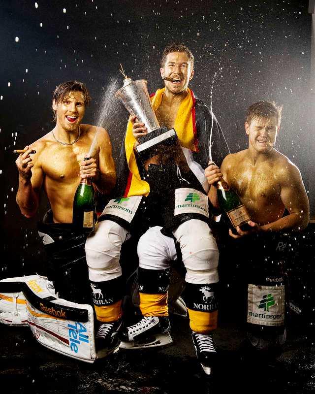 18 APRIL, SKELLEFTEÅ Cigarr, skumpa och pokal. Skellefteå AIK blev svenska mästare och firade SM-guldet storslaget.