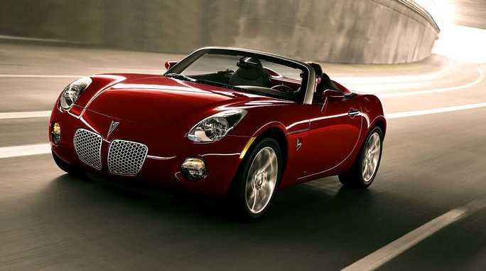 Pontiac Solstice - men ombyggd och med lite nytt utseende fick den heta Opel GT i Europa.