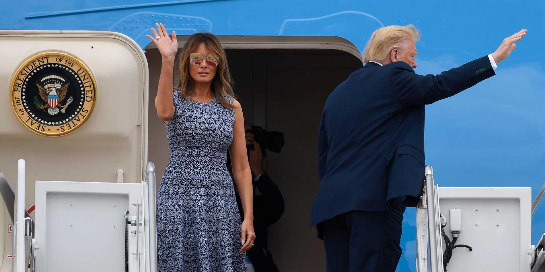 First lady Melania Trump stöttar sin man, president Donald Trump, i alla väder. Men till skillnad mot alla hans klavertramp ser Melania till att inte hamna i blåsväder.