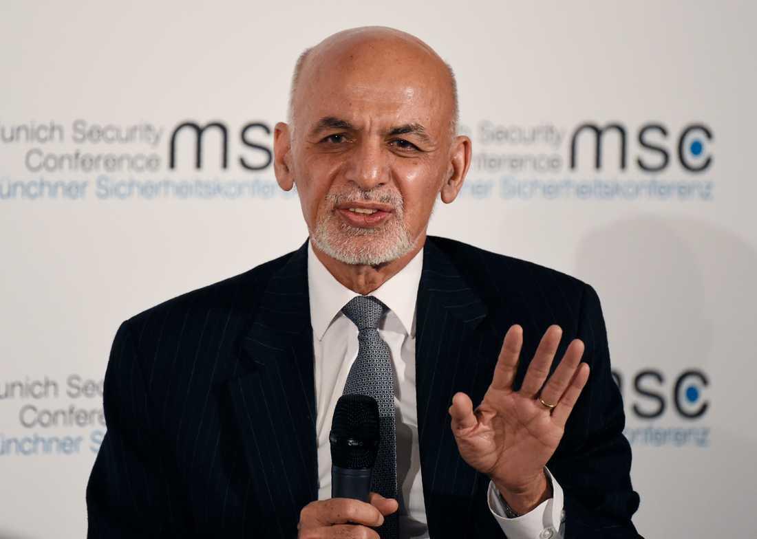 Ashraf Ghani valdes till Afghanistans president med mycket knapp majoritet.