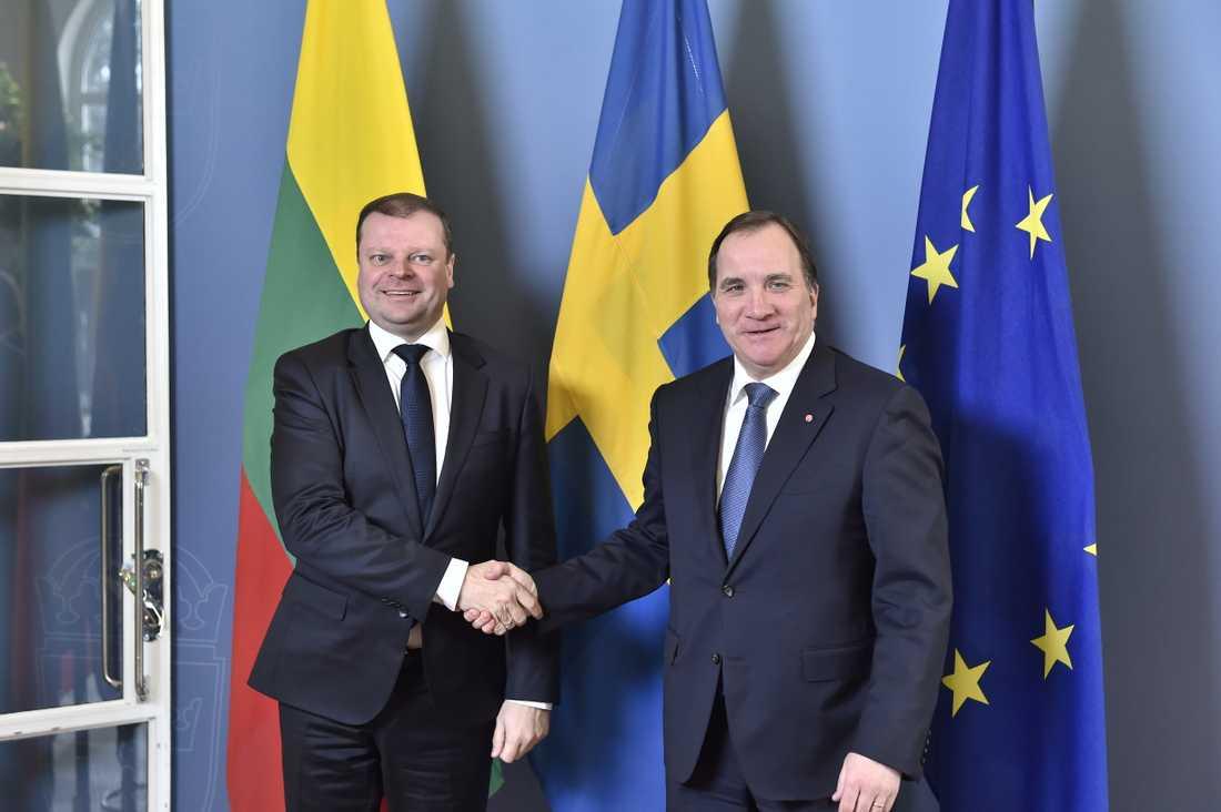 Litauens premiärminister Saulius Skvernelis (till vänster) under ett besök i Sverige 2017, där han träffade statsminister Stefan Löfven (till höger).