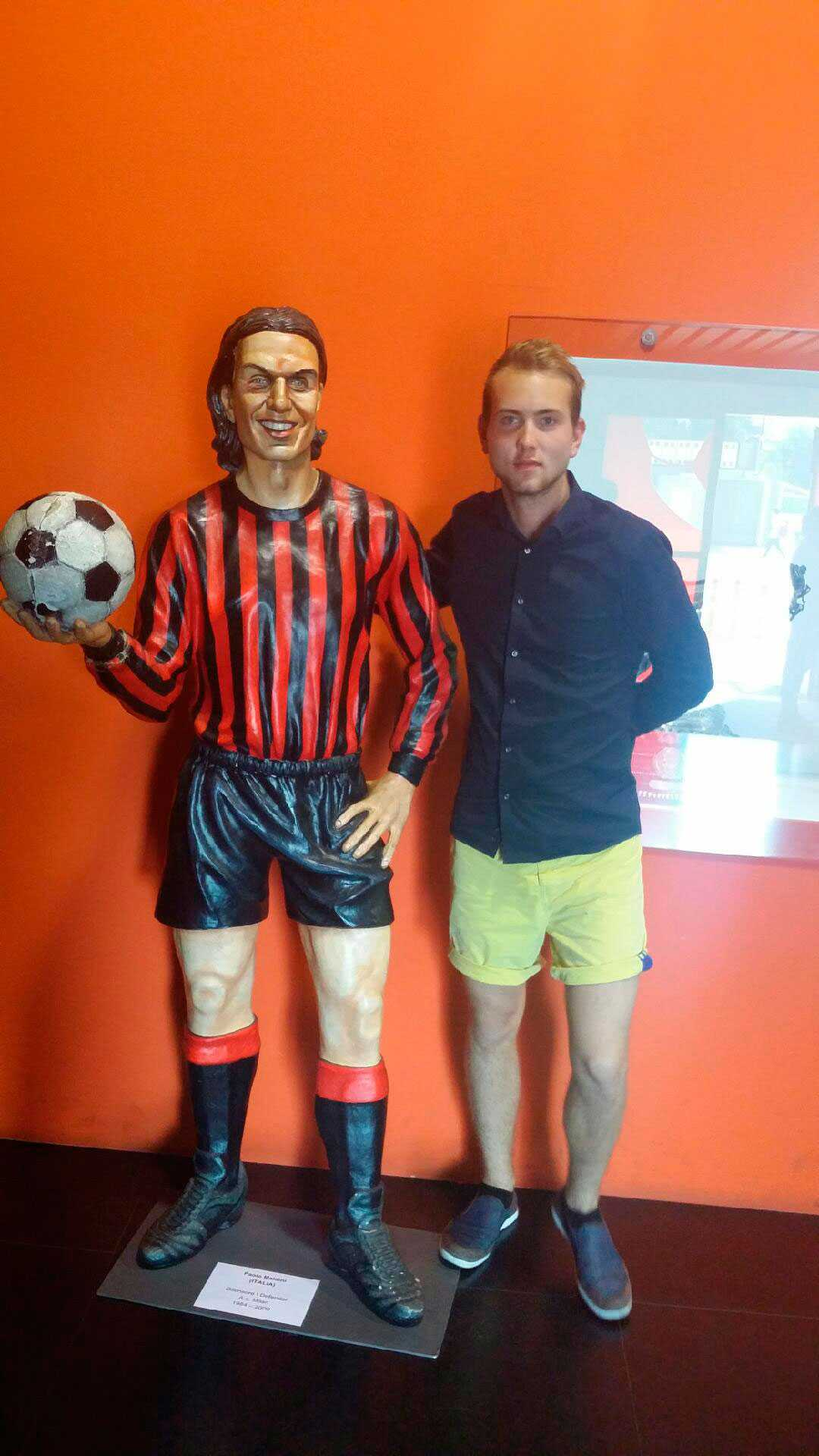 Jonathan Ståhling med Paolo Maldini.
