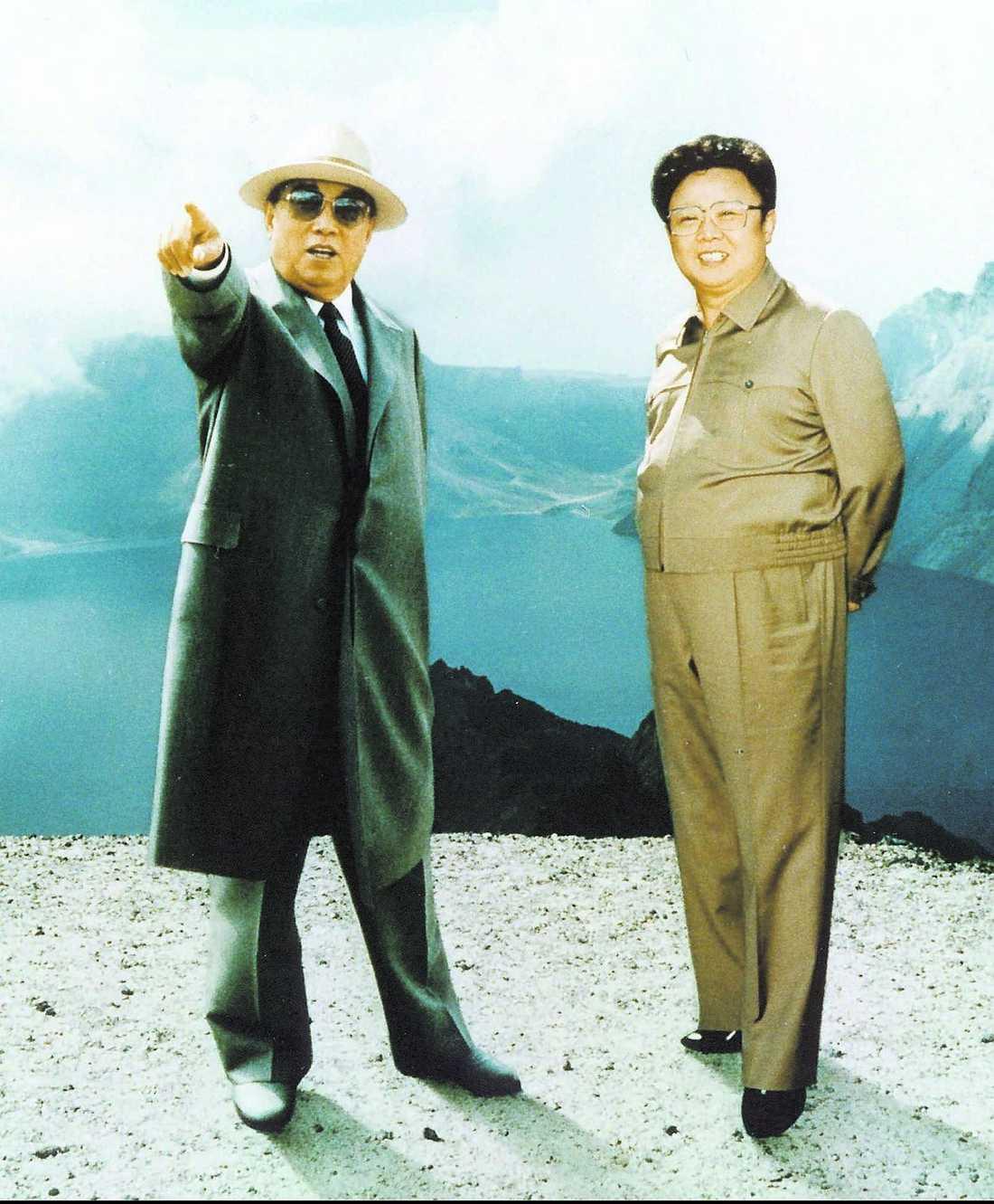 """""""Den store ledaren"""" Kim Il Sung till vänster, sonen Kim Jong Il till höger."""