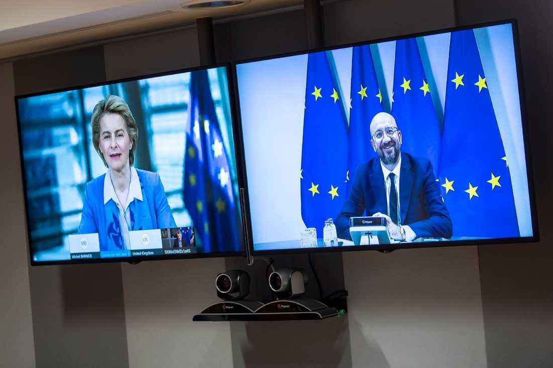 EU-kommissionens ordförande Ursula von der Leyen och EU:s permanente rådsordförande Charles Michel under måndagens webbtoppmöte med Storbritanniens premiärminister Boris Johnson.