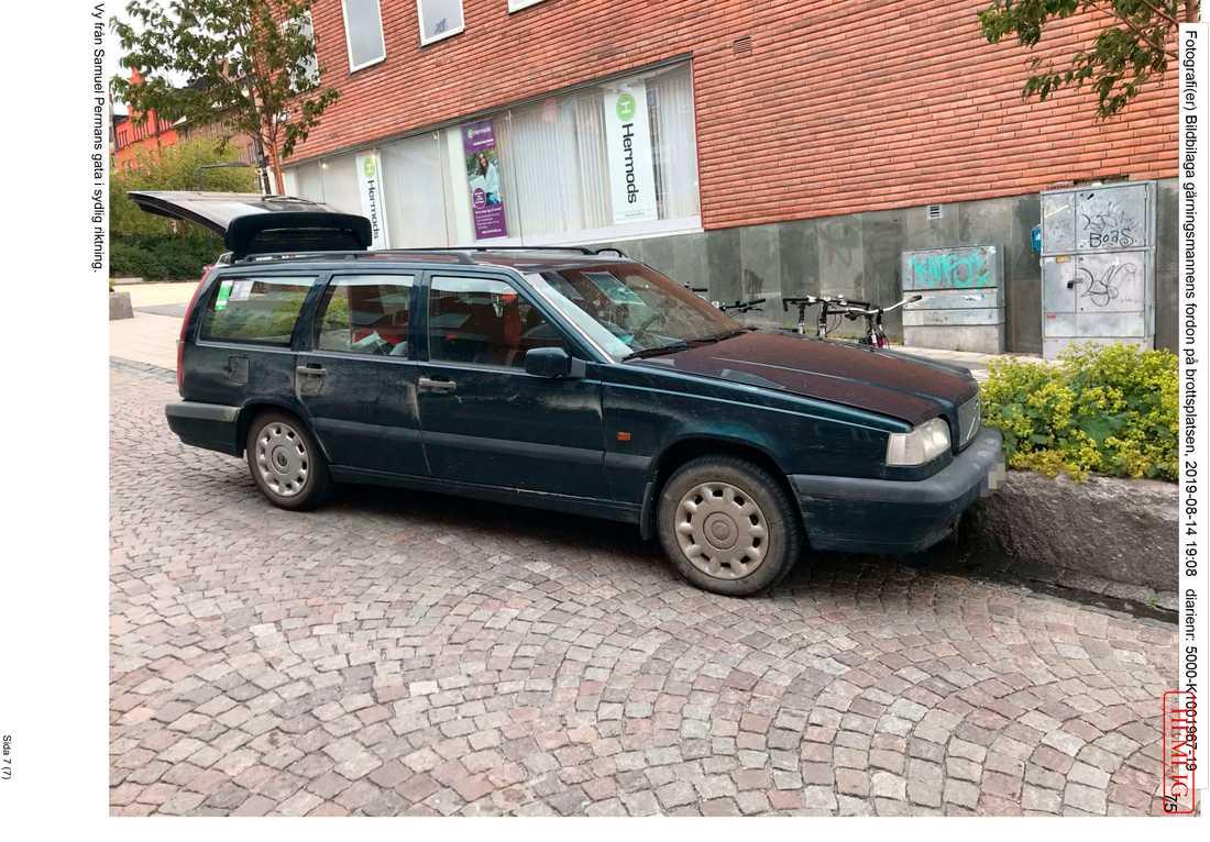 Den misstänkte mannens bil, som stoppades av polisen.