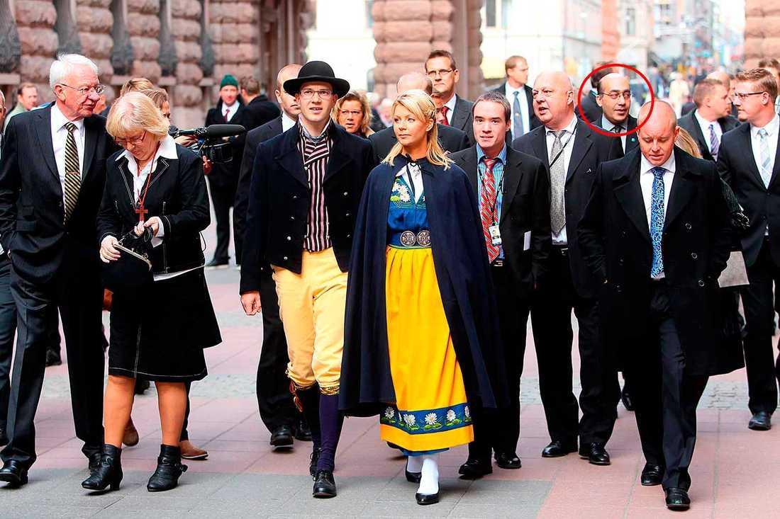 Riksmötets öppnande 2010. I bakgrunden syns den tillförordnade kanslichefen Daniel Assai.