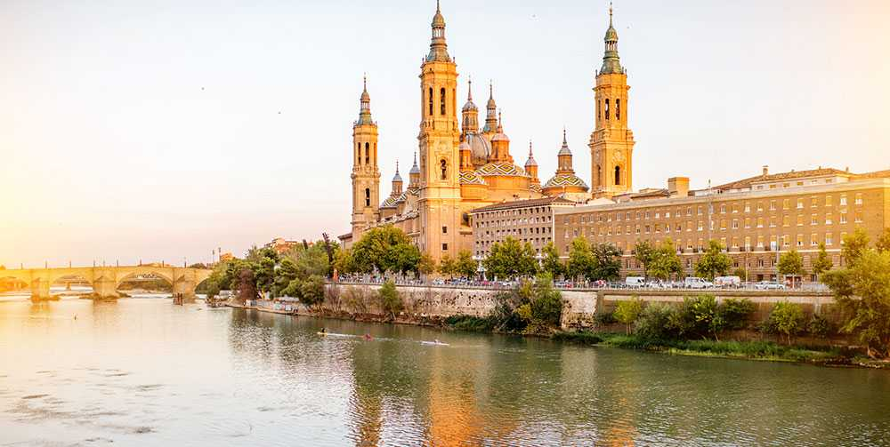 Zaragoza ligger vid floden Ebro.