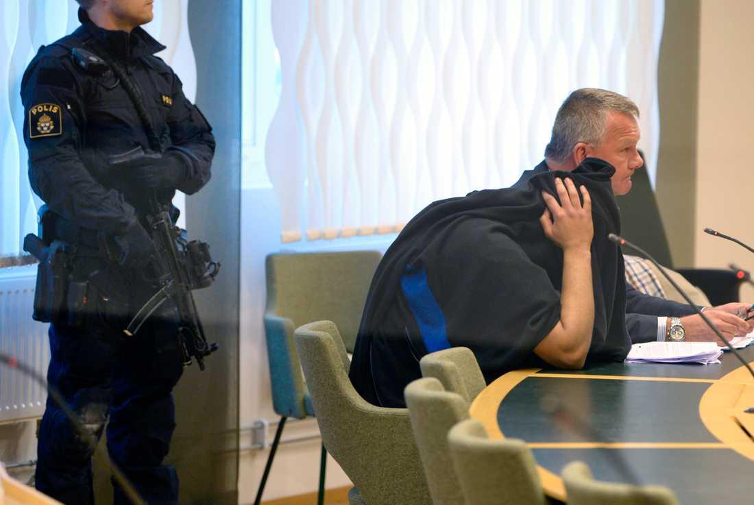 Häktningsförhandlingen pågår mot mannen under ett stort säkerhetspådrag