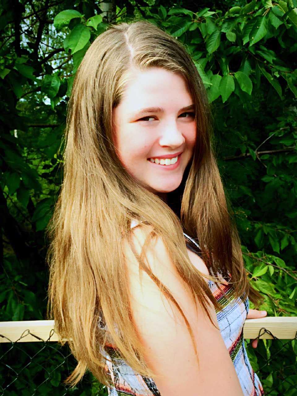 Julia innan hon klippte av sitt hår.
