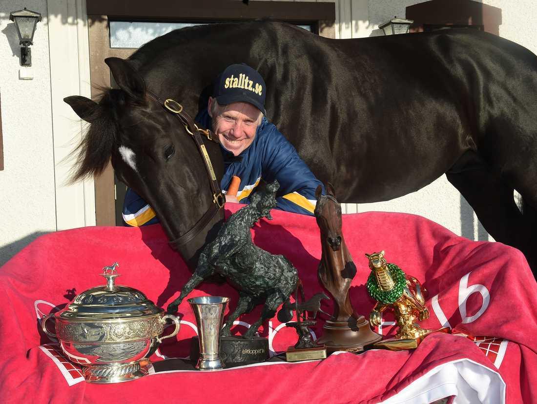 Nuncioo och Stefan Melander hannn med att samla på sig massvis med priser och utmärkelser.