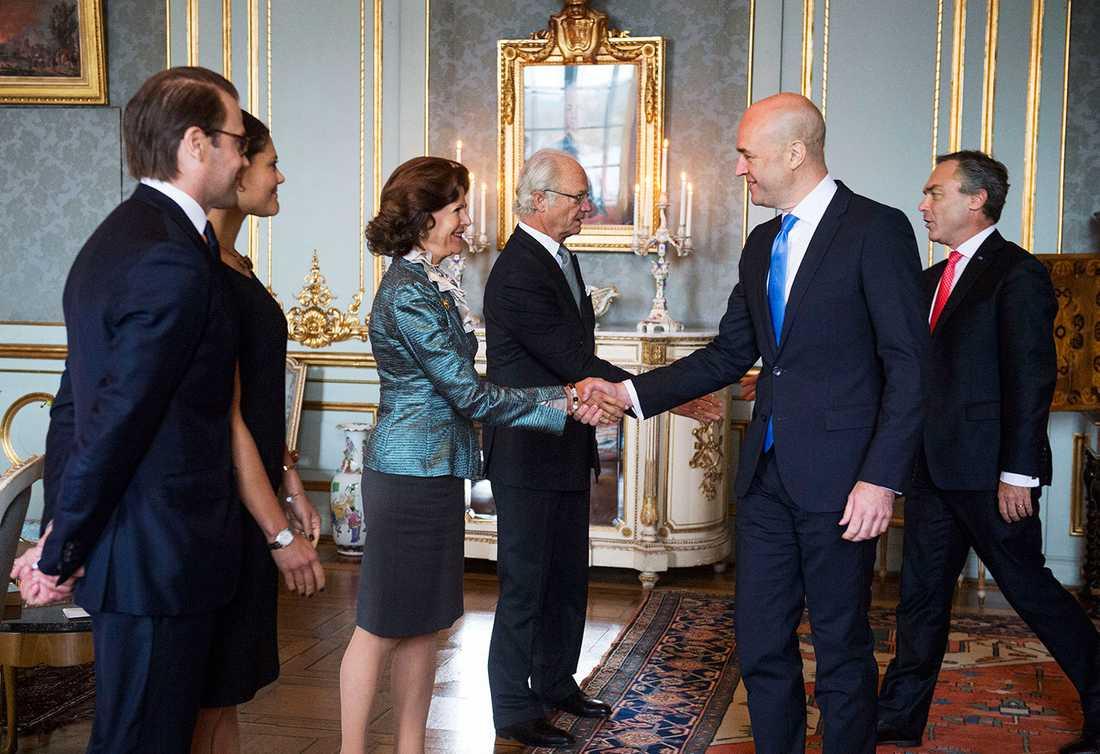 Alliansregeringen, här Fredrik Reinfeldt och Jan björklund avtackas.