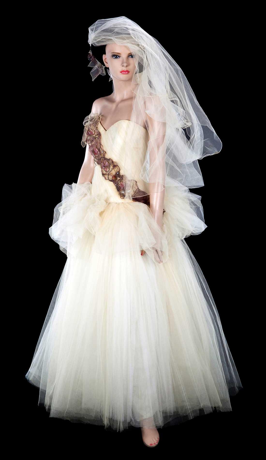 54c47823904d Madonna säljer sin brudklänning | Aftonbladet