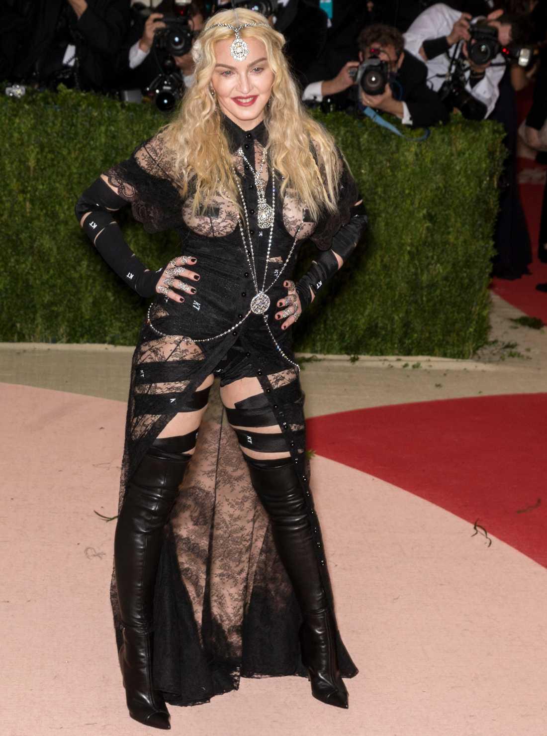 Madonna på röda mattan.