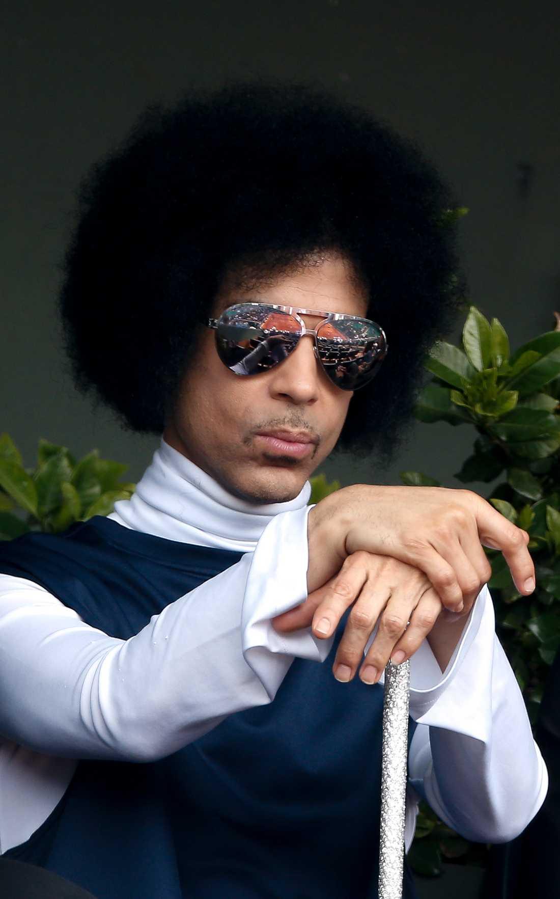 Prince kollar tennis på roland garros i Paris 2014